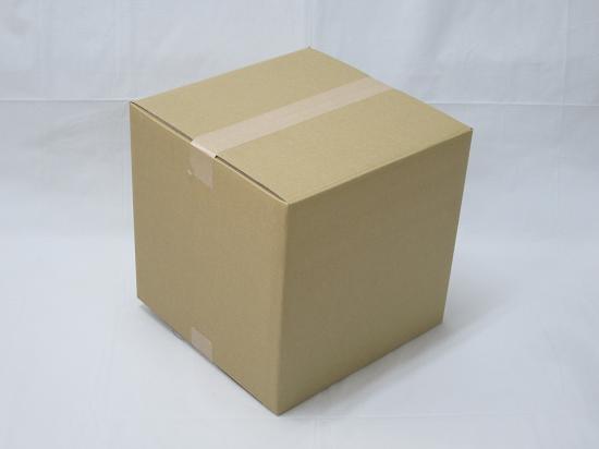 正方形のダンボール箱